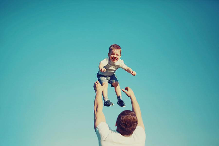 parenhood and happiness The studies compared the happiness of parents and non-parents, examined changes in well-being during the transition to parenthood, and compared how parents feel while with their children to how they feel during other daily activities.
